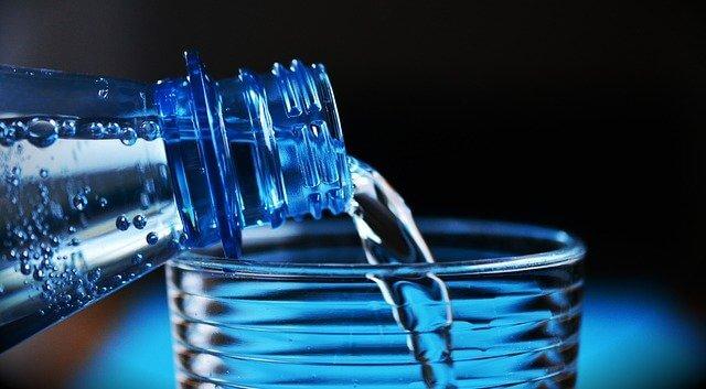 ดื่มน้ำเปล่าให้เพียงพอต่อความต้องการของร่างกาย